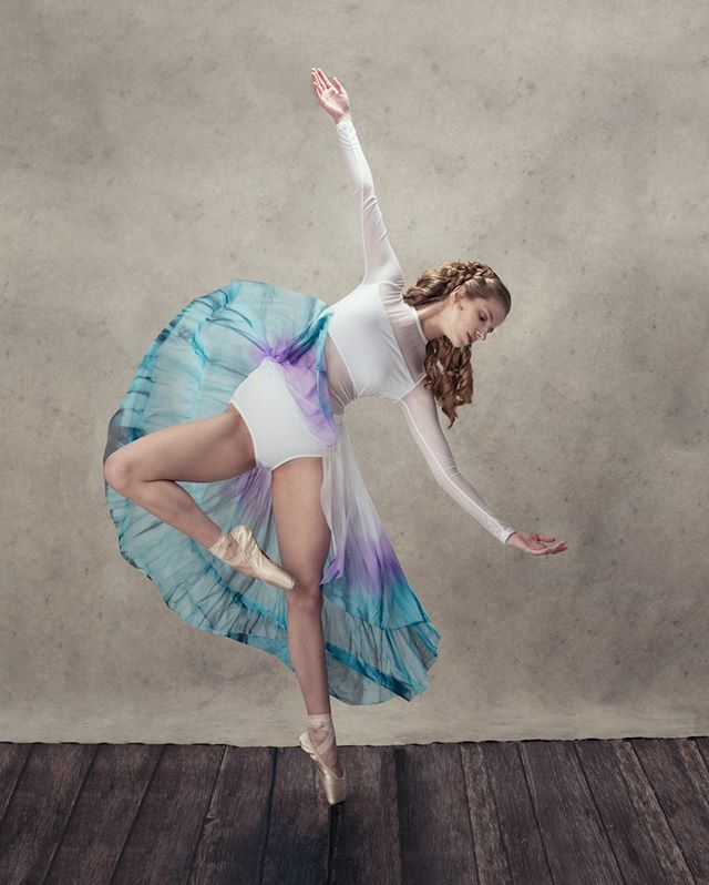 "Every day you must hold your purpose in your arms and say ""Here I Am."" Life unfolds like a rose for a willing heart. - J. Lynn⠀⠀⠀⠀⠀⠀⠀⠀⠀ .⠀⠀⠀⠀⠀⠀⠀⠀⠀ .⠀⠀⠀⠀⠀⠀⠀⠀⠀ .⠀⠀⠀⠀⠀⠀⠀⠀⠀ Thank you Anne-Marie and her mom Nathalie for coming into my studio for this session! Anne-Marie is a student of Lowcountry Youth Dance Academy and will be attending The Governor's School this year. Beautiful hair by @crystalmercer1"