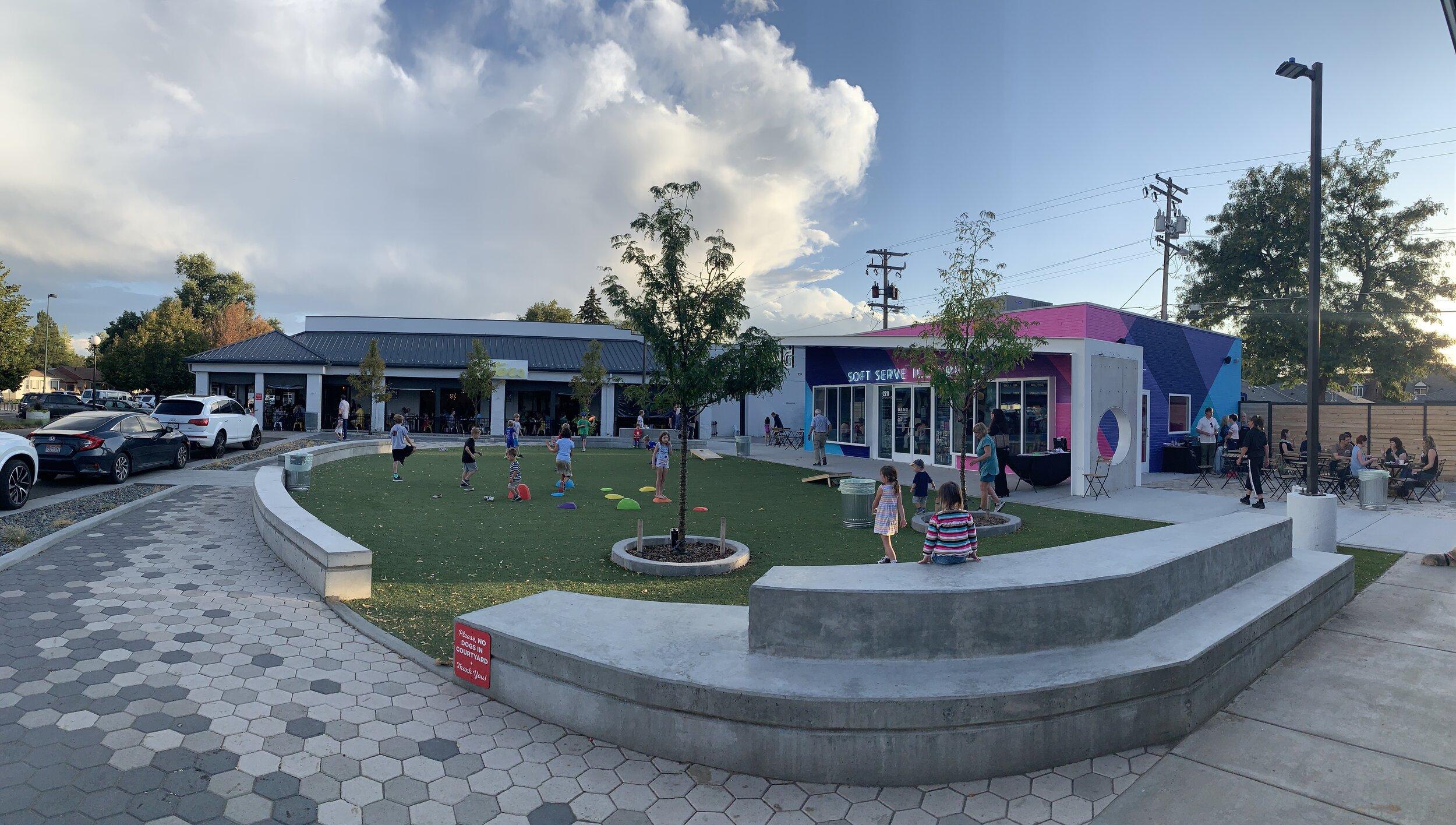 Oneida Park Courtyard Area