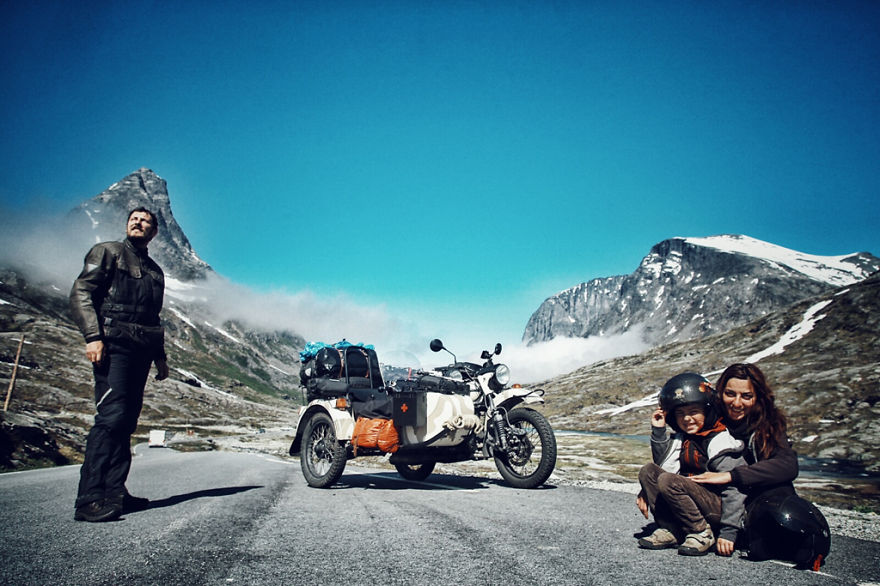 we-wanted-to-show-the-world-to-our-4-year-old-so-we-went-on-a-28-000km-trip-around-europe-12__880.jpg