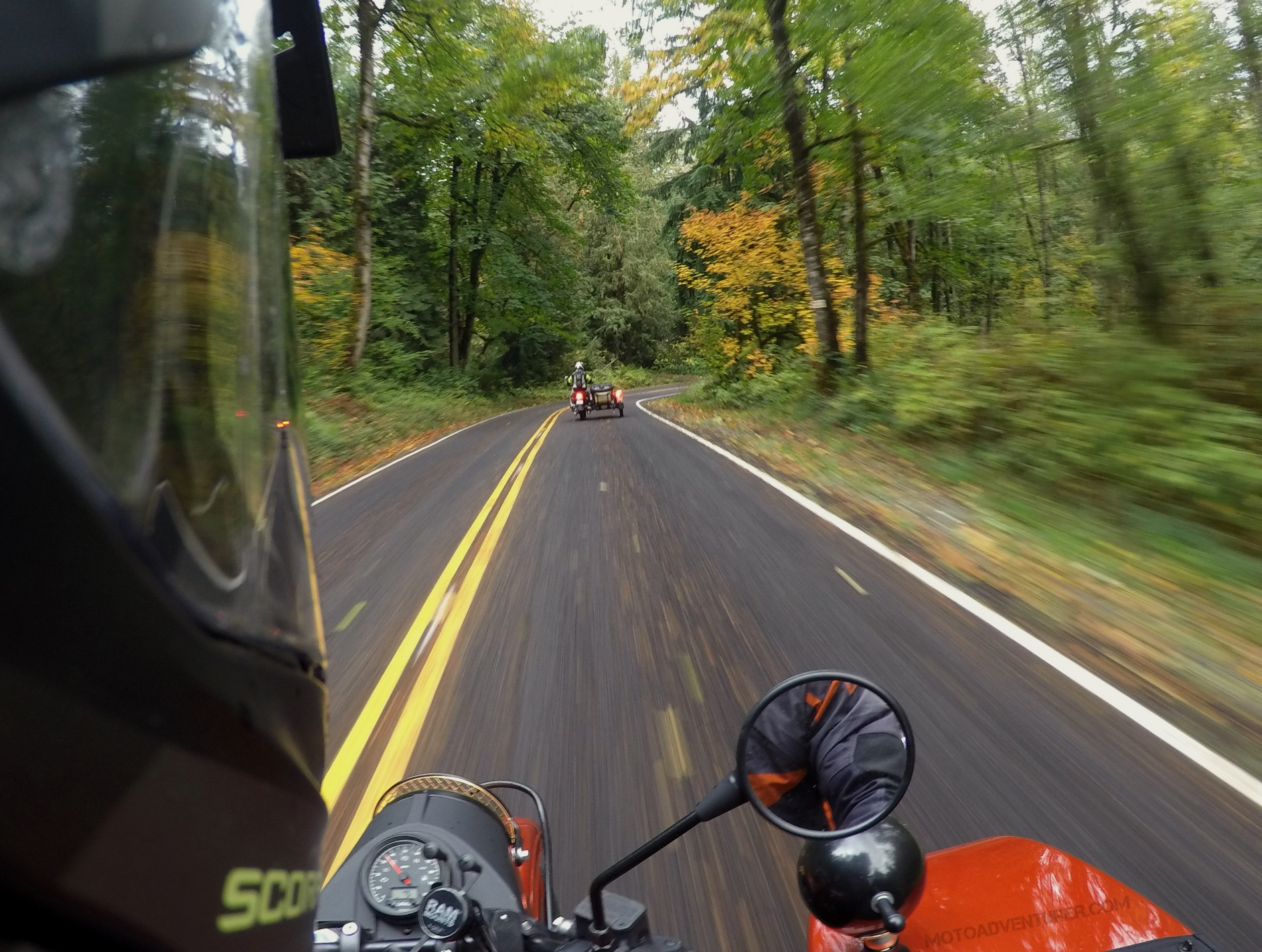 ural-gear-up-fall-color-curve-motoadvr.jpg