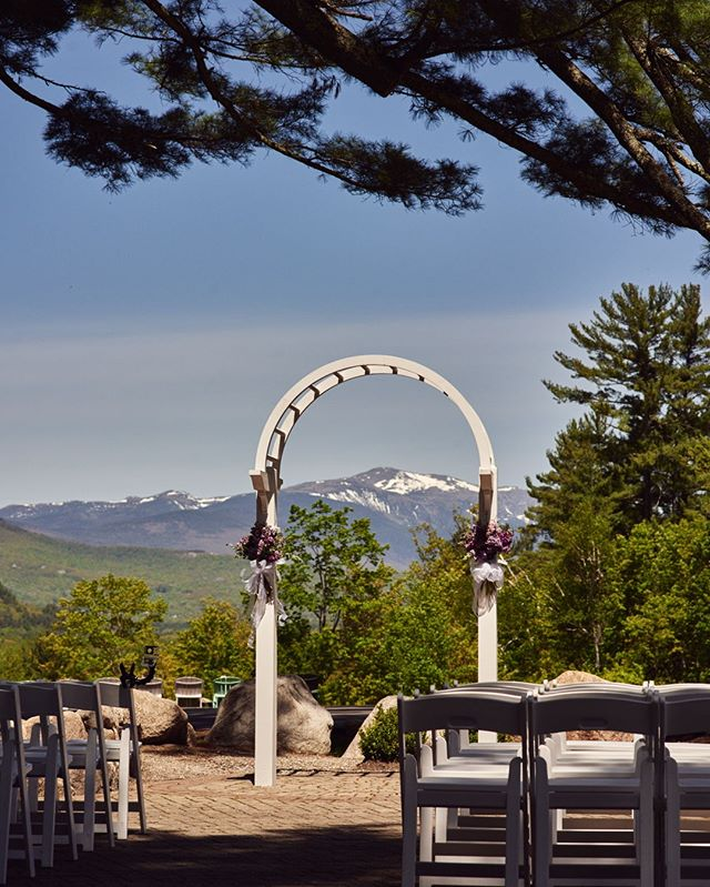 #weddingphotographer : Spring wedding in North Conway, NH with a beautiful view of Mount Washington @stonehurstmanor