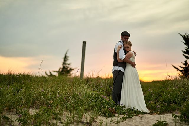 #weddingphotographer One of my favorite things is to sneak away with the bride & groom at sunset to make some magic 💕 🌅