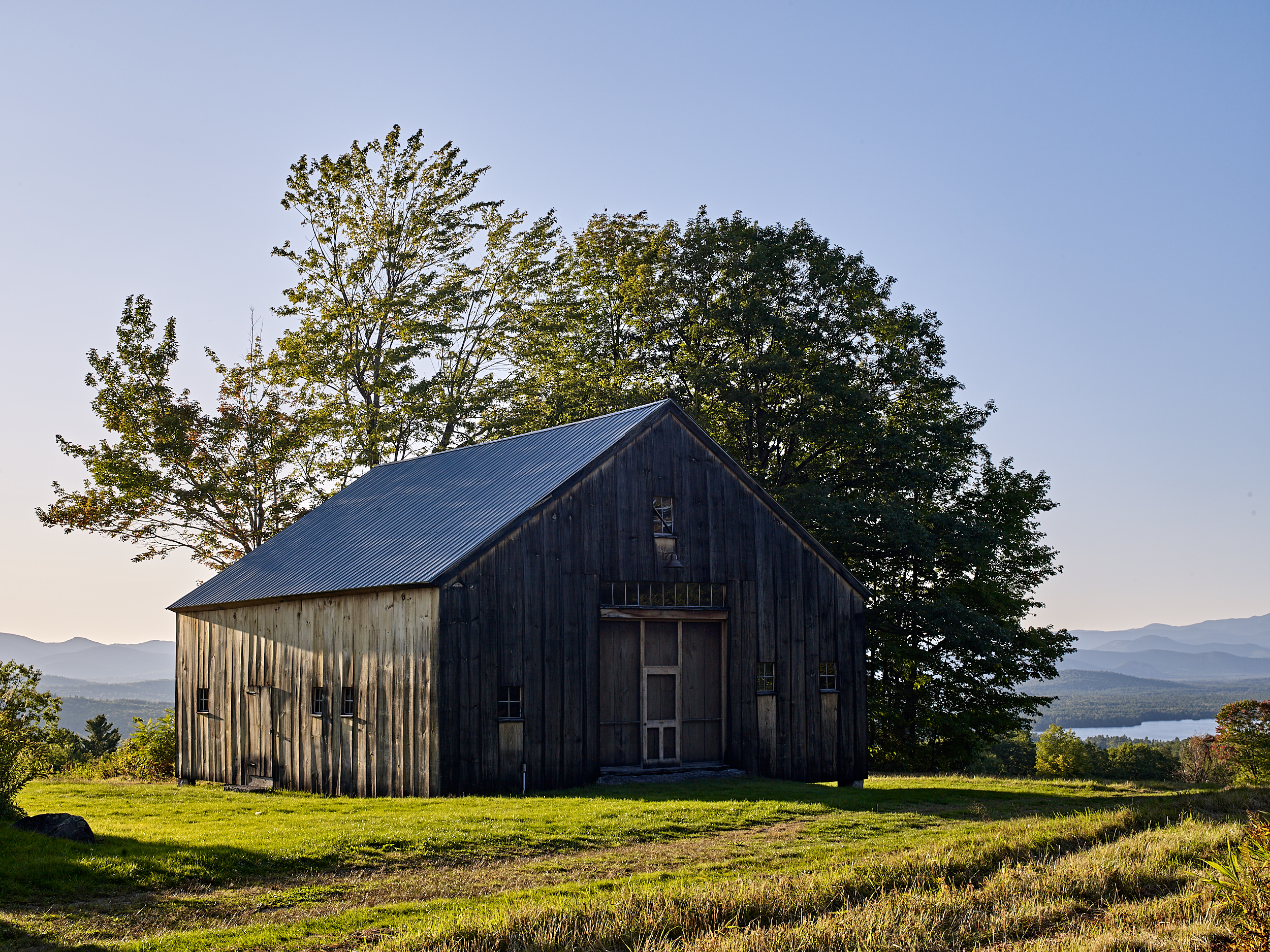 Presidential View Farm, a farm wedding venue by Mayflower Venues in Conway, NH with amazing views of The White Mountains and Conway Lake. Photos by NH wedding photographer Cate Bligh.