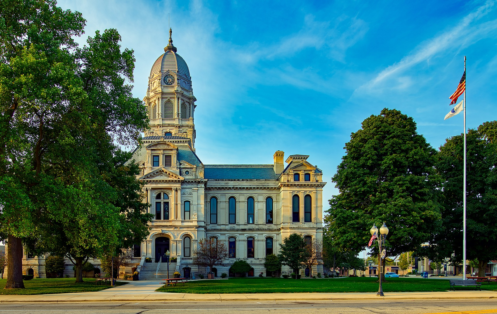 courthouse-1933325_1920.jpg