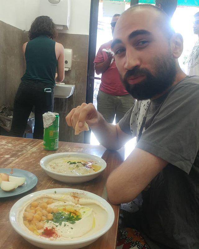 A @khondzi eating Abu Hasan is a happy Khondzi 💯  #TelAviv we party tonight at 8pm, Salame 148 🔥🔥🔥 See you there🐒🙊🙈🙊🐒 #tmstreetband #tour #Israel #party #livemusic #efovictor #Hummus #abuhassan #jazz #music #funk #fun #fu #f #  @venn.city