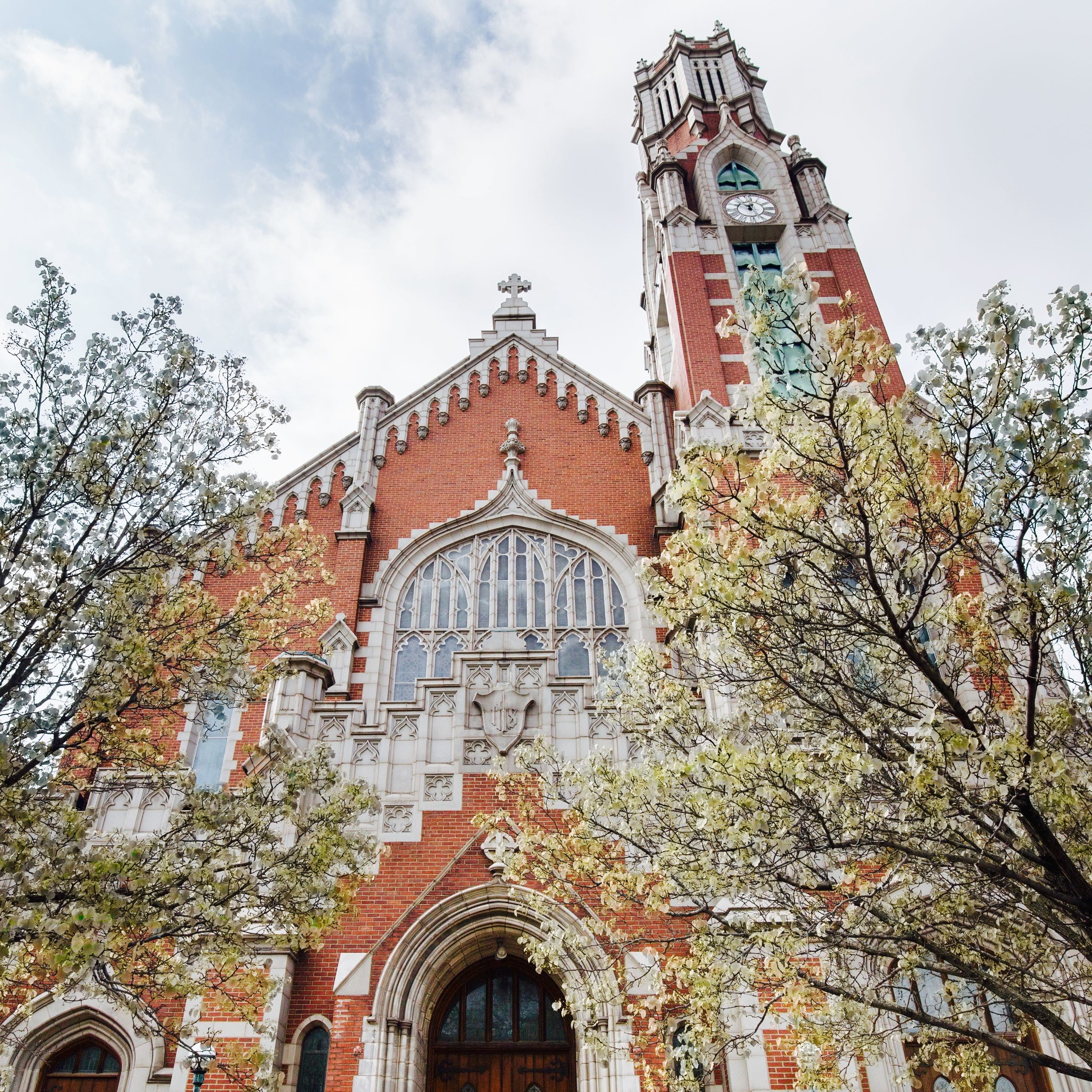 St. Roch Church is a Catholic parish located in the Skinker-DeBaliviere neighborhood in the City of St. Louis. St. Roch has been part of the neighborhood for more than 100 years, serving the community as a place of faith, fellowship, and learning.