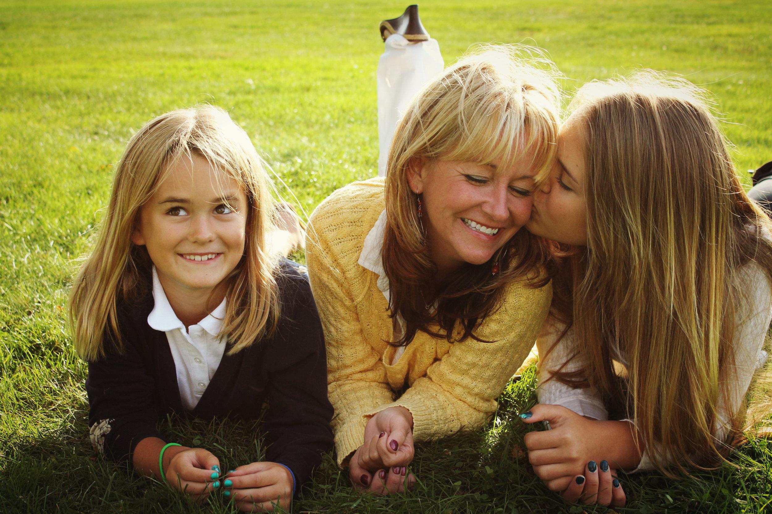 Forster Orthodontics patients' family portrait by Meri Keller Photography