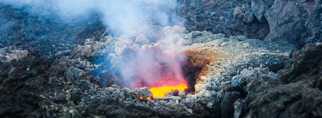volcano-2111947_1920.jpg