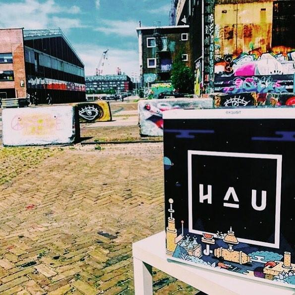 De vriezer van HAU in de stad! Kun jij ook niet wachten tot dat de cocktail ijsjes van HAU verkrijgbaar zijn in jouw stad?! #hauislife #aftellengeblazen #streetart • • #cocktailpop #cocktailijs #iceicebaby #ginicetime #hauislife #frozencocktails #gintonicice #frozendrinks #opeenstokje #frozenonastick #summerofhau