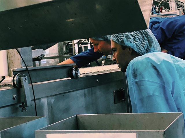 De laatste puntjes op de I en dan is het zo ver! #aftellenisbegonnen  Volgende week gaat de productie officieel van start! #herewecome • • • #productie #cocktailijs #iceicebaby #ginicetime #hauislife #frozencocktails #gintonicice #frozendrinks #opeenstokje #frozenonastick #summerofhau #fabriek #roermond