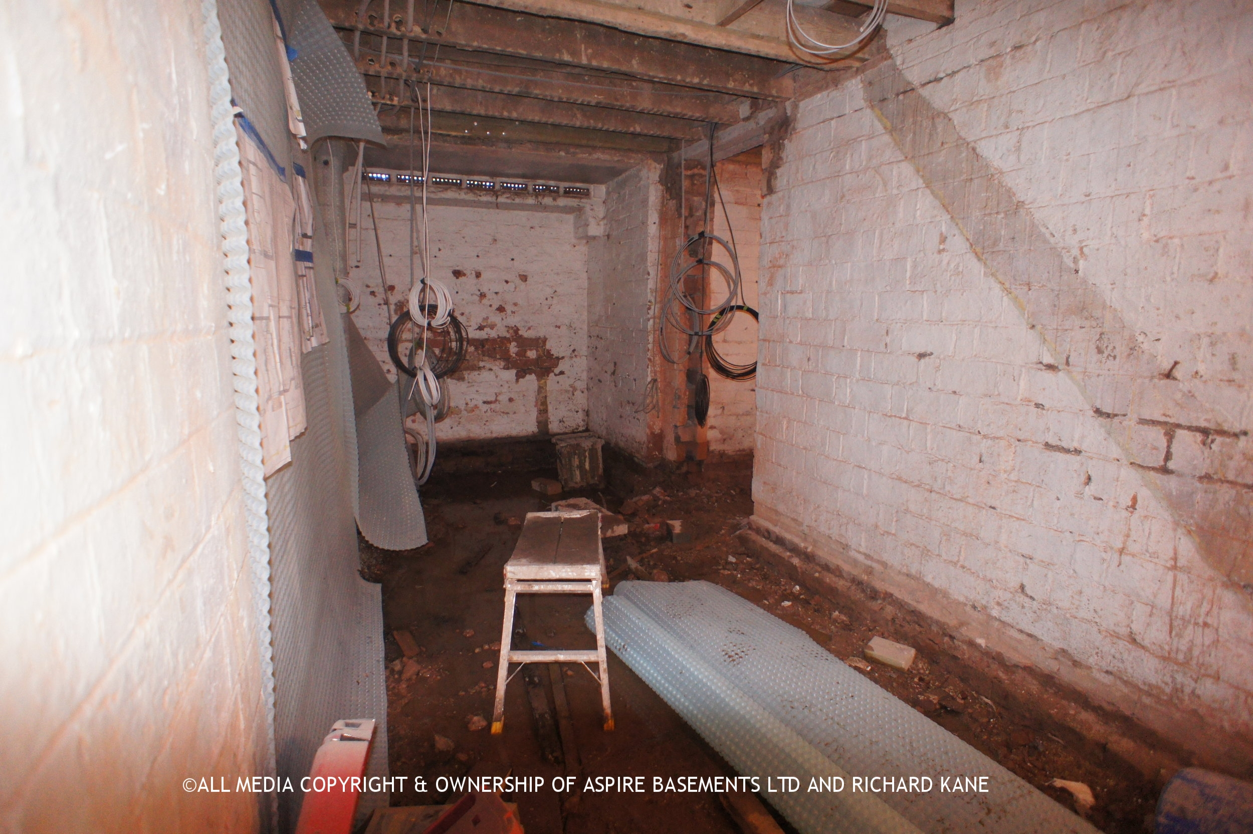 Beauchamp Ave Before sati basement and other pics 421.JPG