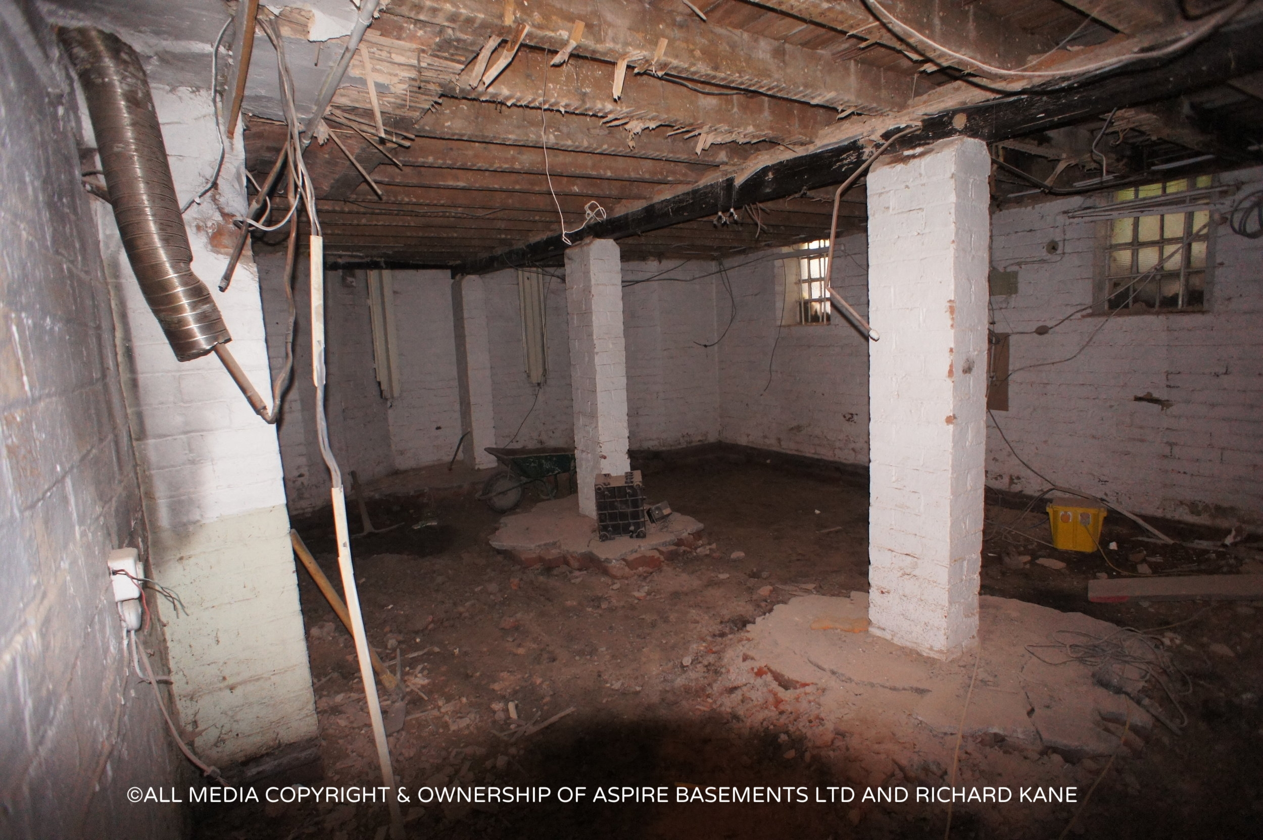 Beauchamp Ave Before sati basement and other pics 369.JPG