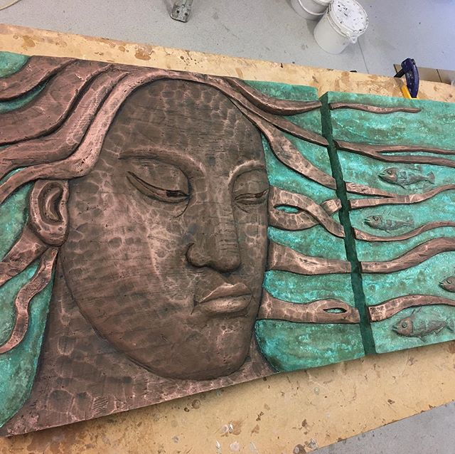 Cast copper panels with verdigris two tone patination for the lovely artist @christinekowalpost #copper#castcopper#coldcasting#casting#patina#patination#verdegris#mouldmakingandcasting #castingart#foundry#coldcastcopper