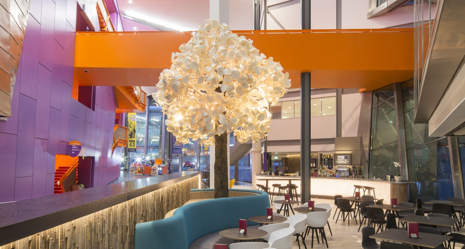 leaf_lamp_tree_400_at_lowry_theatre_manchester_large_2.jpg