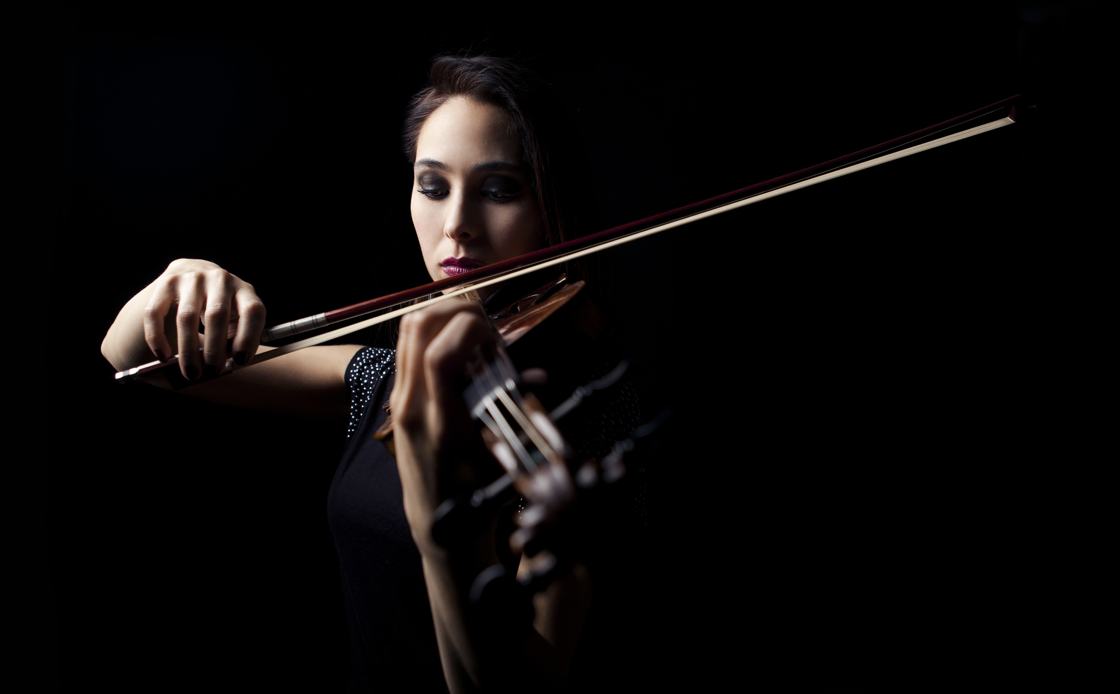Imagine Having a Professional Violinist On-call 24/7 - Easy to use and navigate, the Peckins Studio Online gives you access to over 200 violin lessons (over 22 hours of video!)Each lesson breaks down the technique, demonstrates everything in HD, and gives clear practice instructions.Your online violin guide, available 24/7