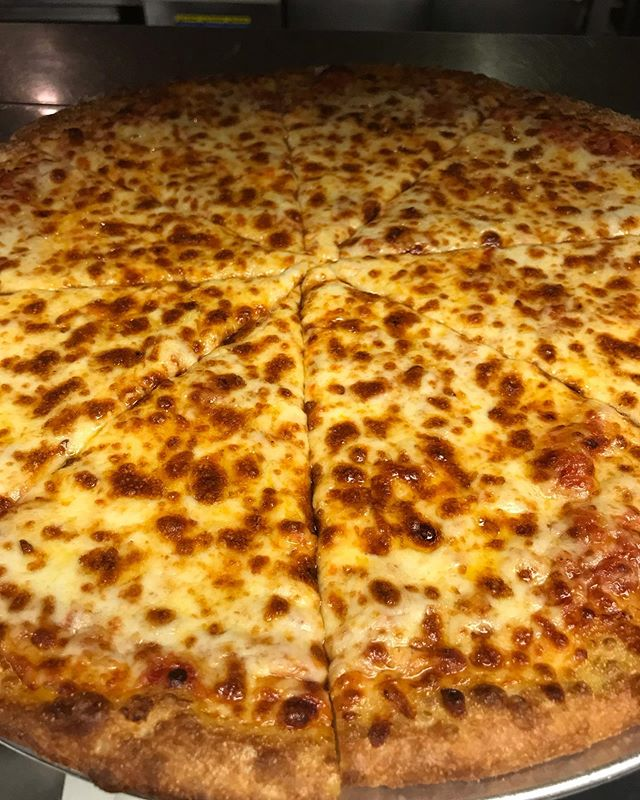 Sunday means $2 off any large dine in pizza! We have over 10 different toppings or choose from our popular specialties like our buffalo chicken, white pizza, or our Philly cheesesteak! Enjoy with a $2.50 Coors Light Draft.