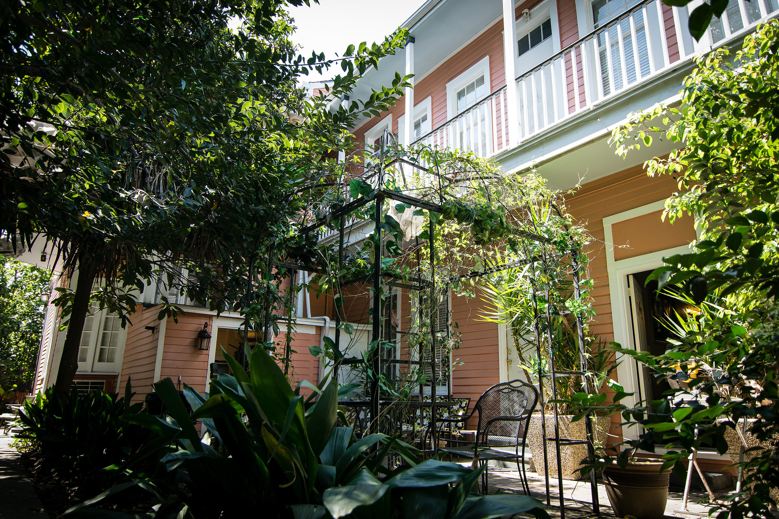 The courtyard at 1227 Esplanade