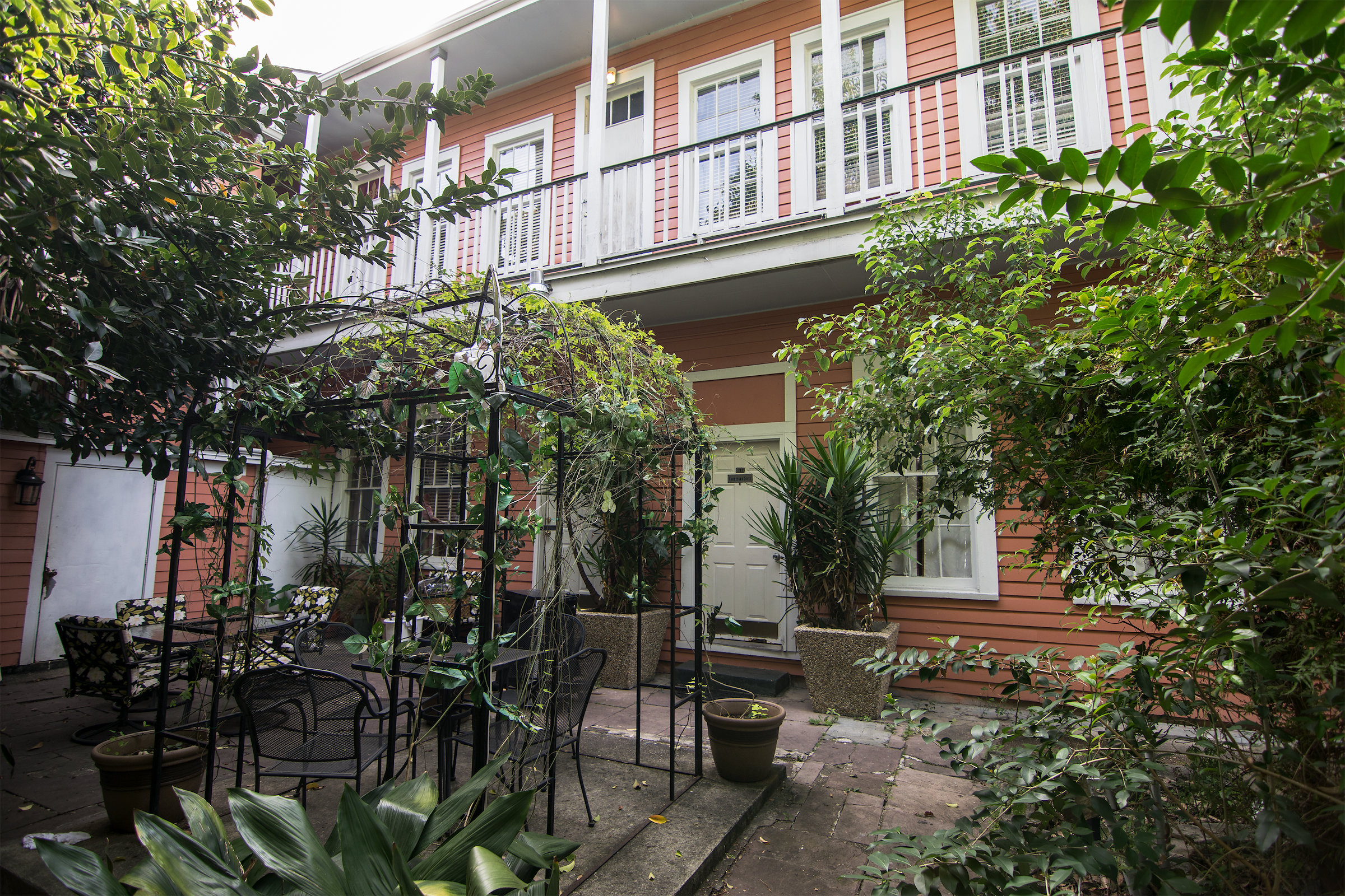 Courtyard at Rathbone Mansions Hotel in New Orleans