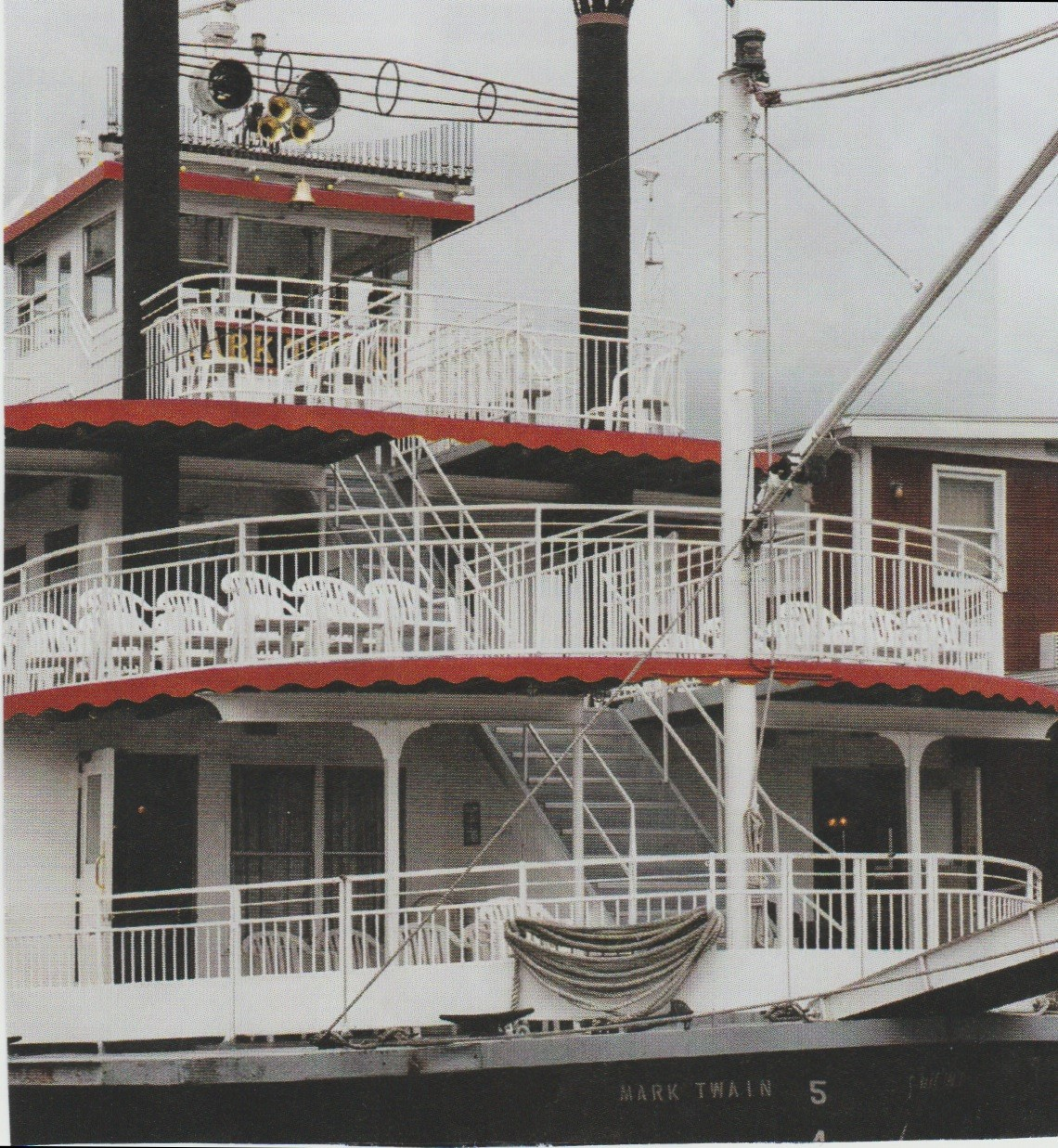 The Mark Twain Riverboat – photo courtesy of  Lonely Planet