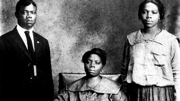 Louis Armstrong with his mother and sister Beatrice in New Orleans in 1921.
