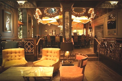 The Carousel Bar in the famous Hotel Monteleone, a New Orleans historic icon since 1886 – the adjoining room has booths, tables and live entertainment