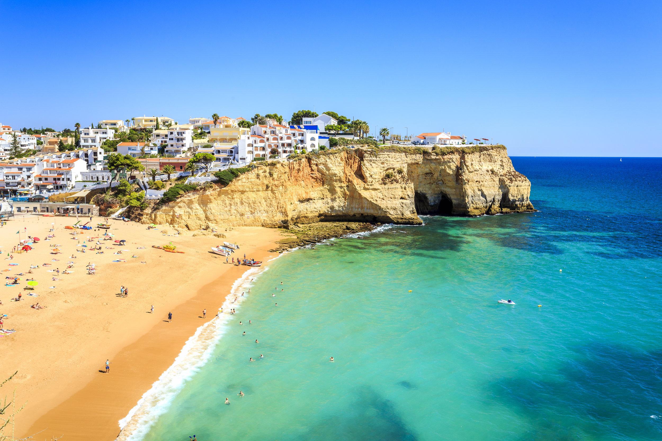 Beautiful-beach-in-Carvoeiro,-Algarve,-Portugal-621695504_5660x3773.jpeg