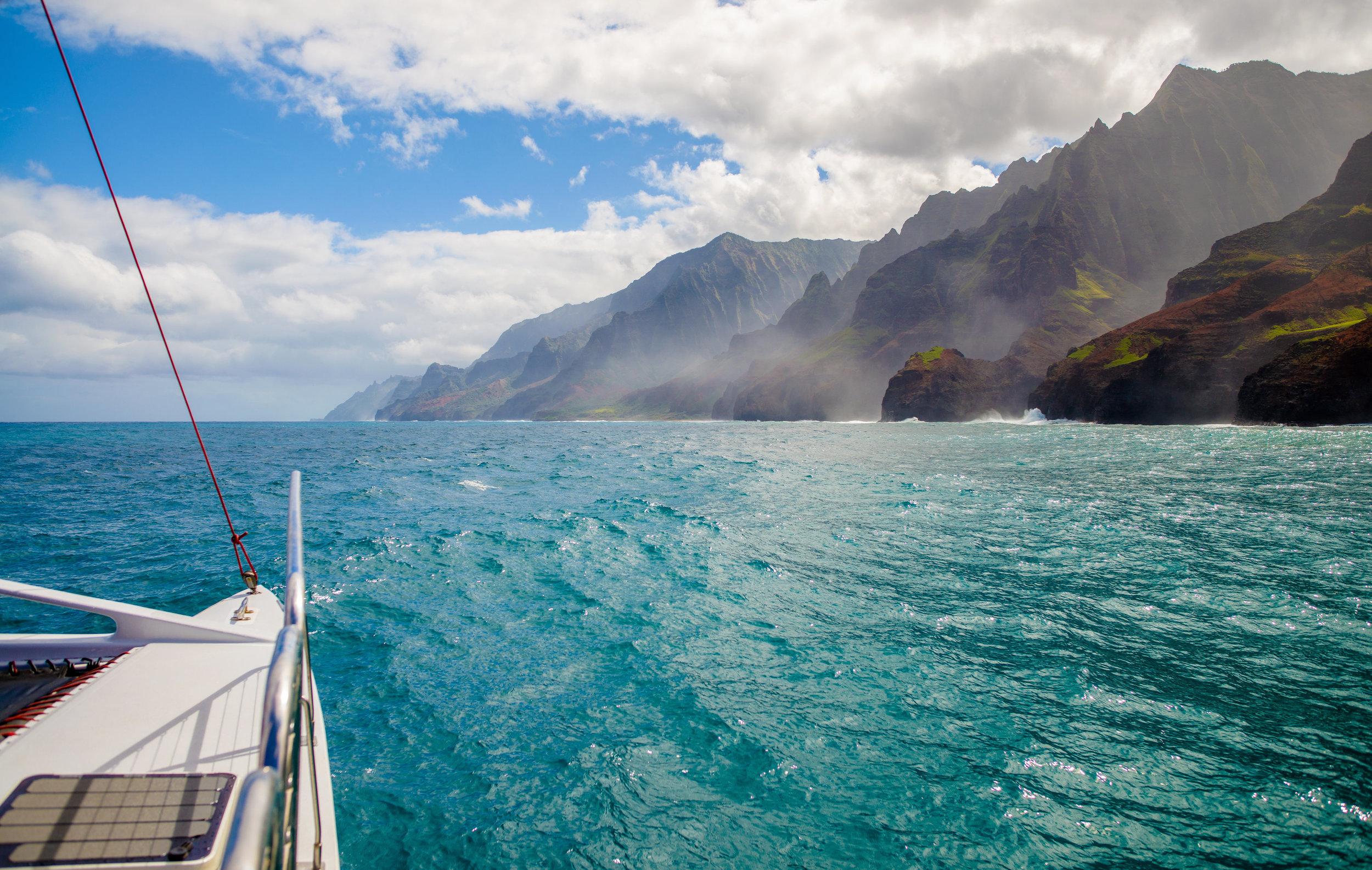 rsz_sailing-napali-coast-kauai-hawaii-608517976_7360x4670.jpg