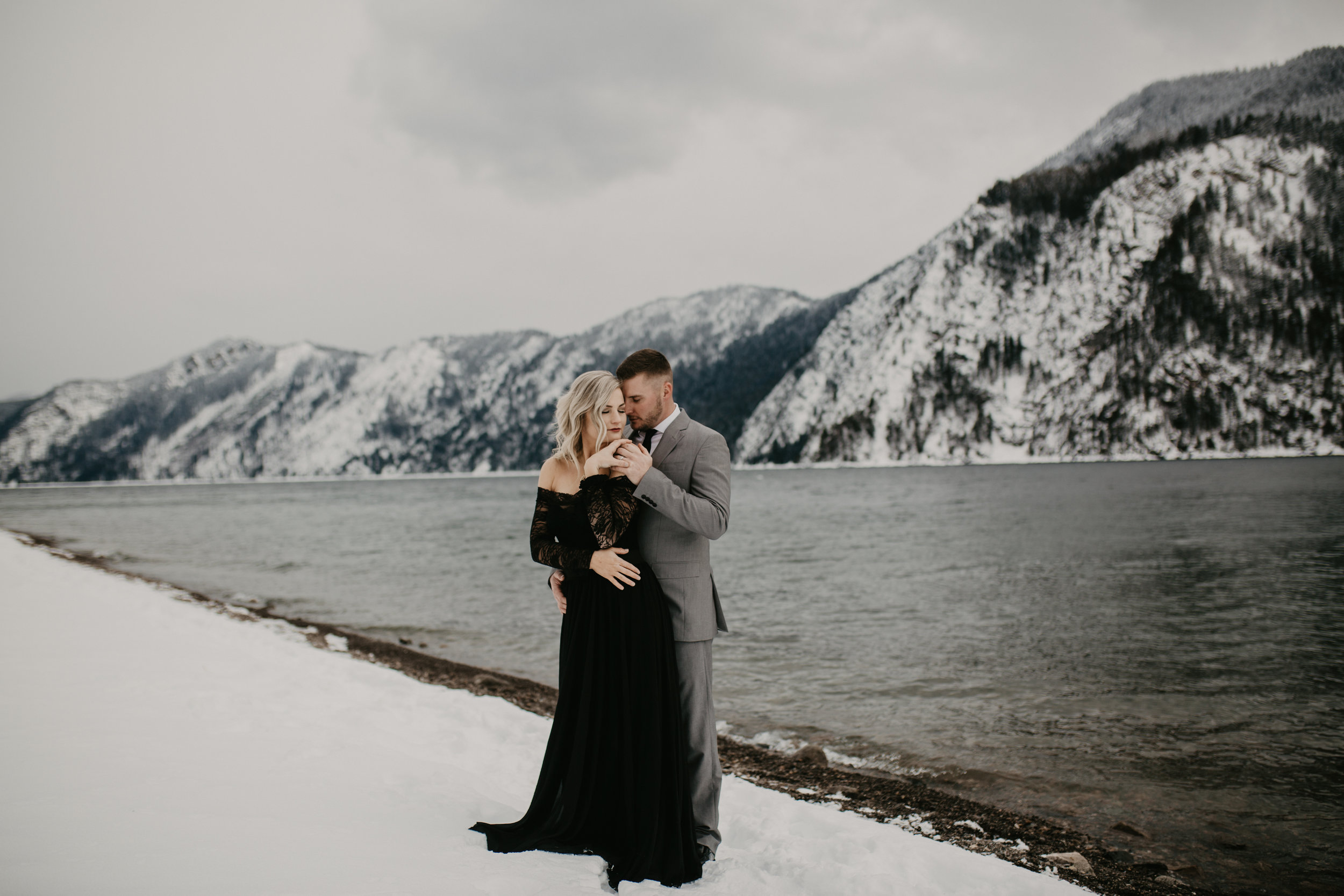 Destination wedding in Idaho on the shores of Lake Ponderay