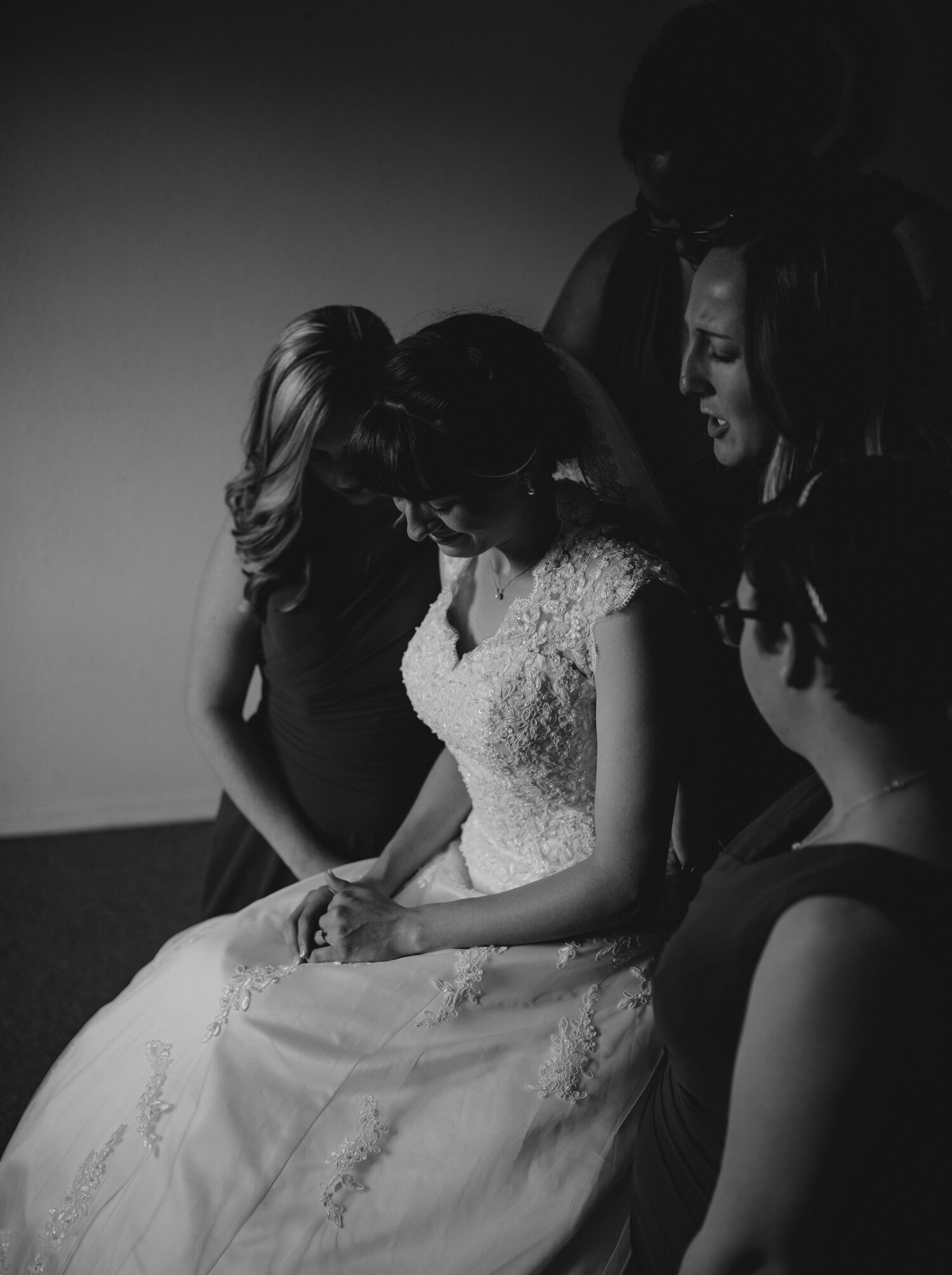 ceremony-prayer-circle-bridesmaids.jpg