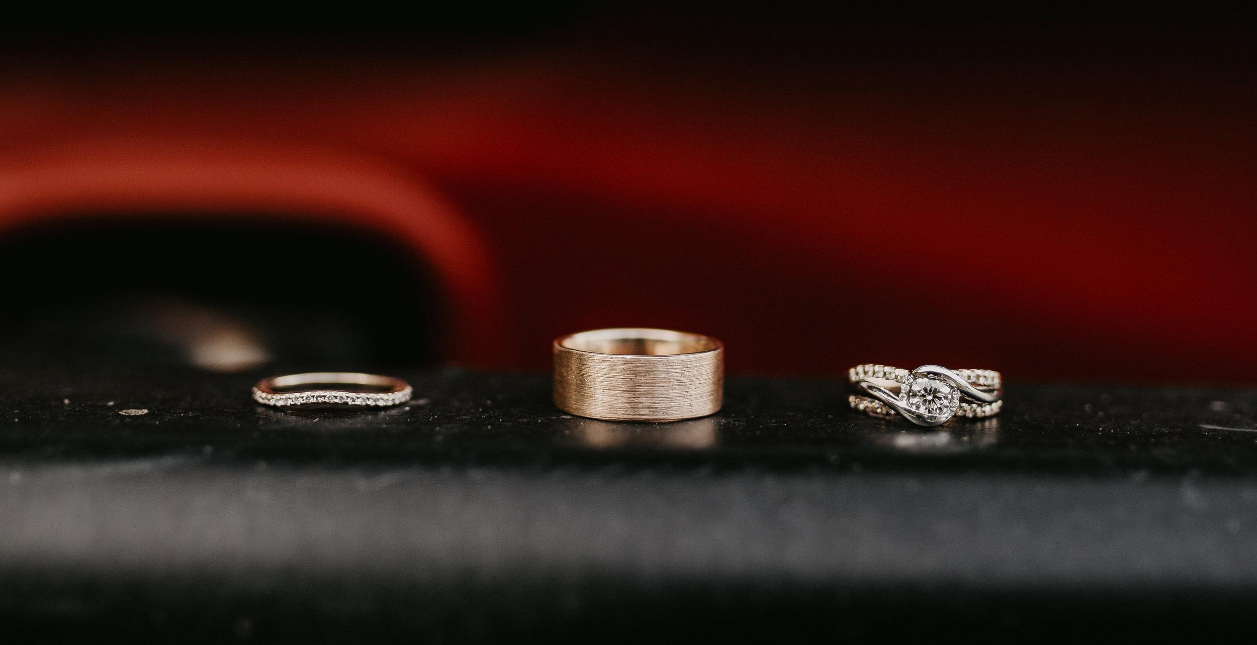 Gold wedding rings set