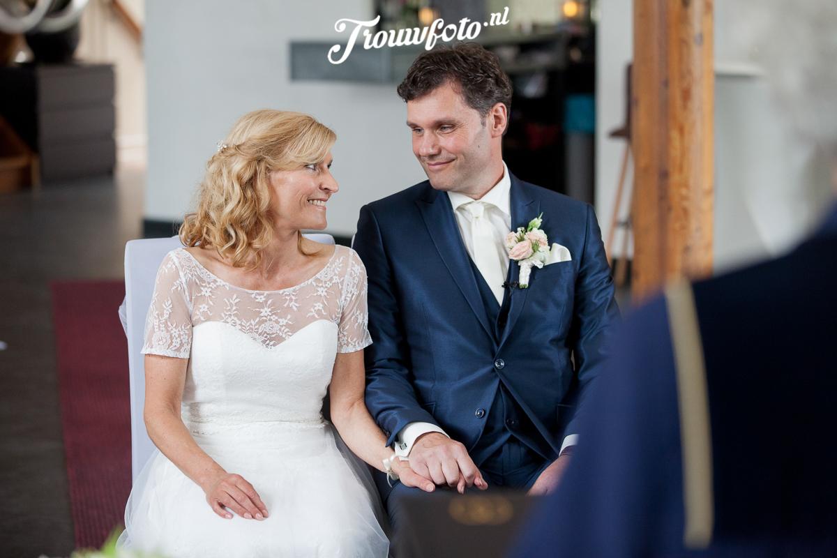 Trouwfoto-bruidsreportage-koetshuis-rotterdam-015.jpg