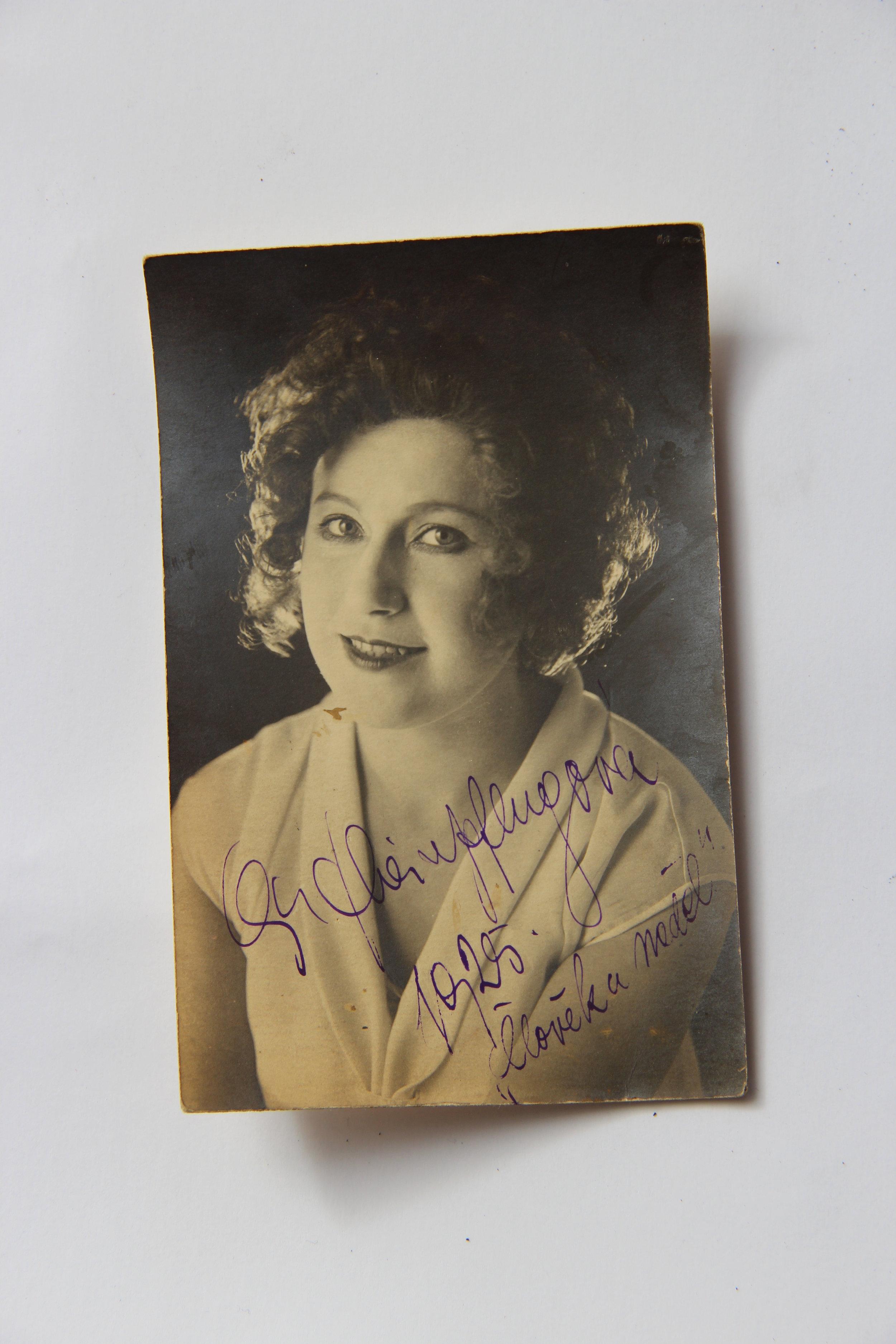 2. Originální fotografie s podpisem Olgy Scheinpflugové, vyvolávací cena 1 000,- Kč