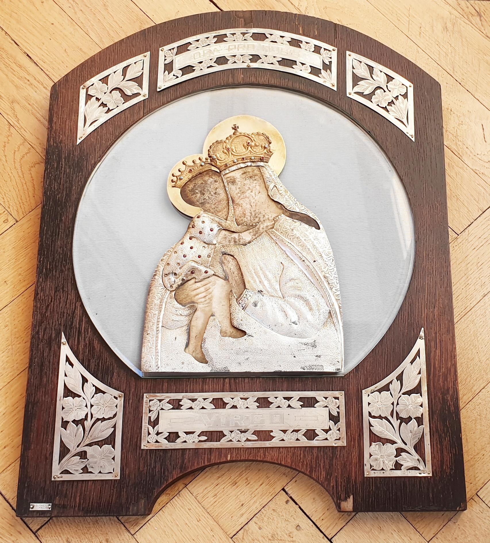 30. Domácí oltář z majetku rodiny Thurn Taxisů, Madona s Ježíškem, konec 19. století, stříbro, zlato, zlatník F&D Malý. Vyvolávací cena 30000,- Kč