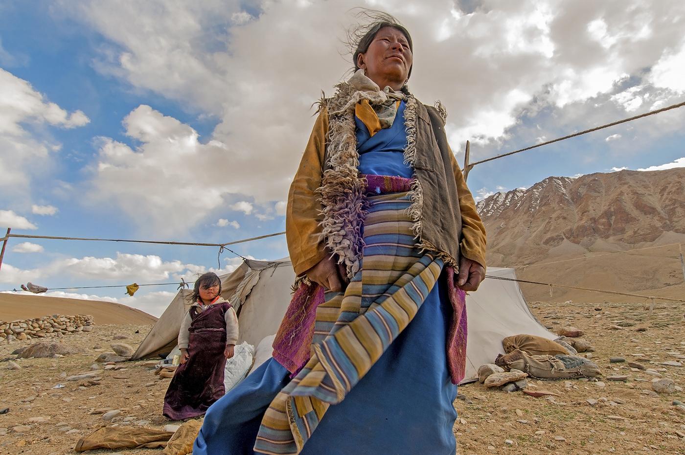 9.   Nomadic Woman & daughter.jpg