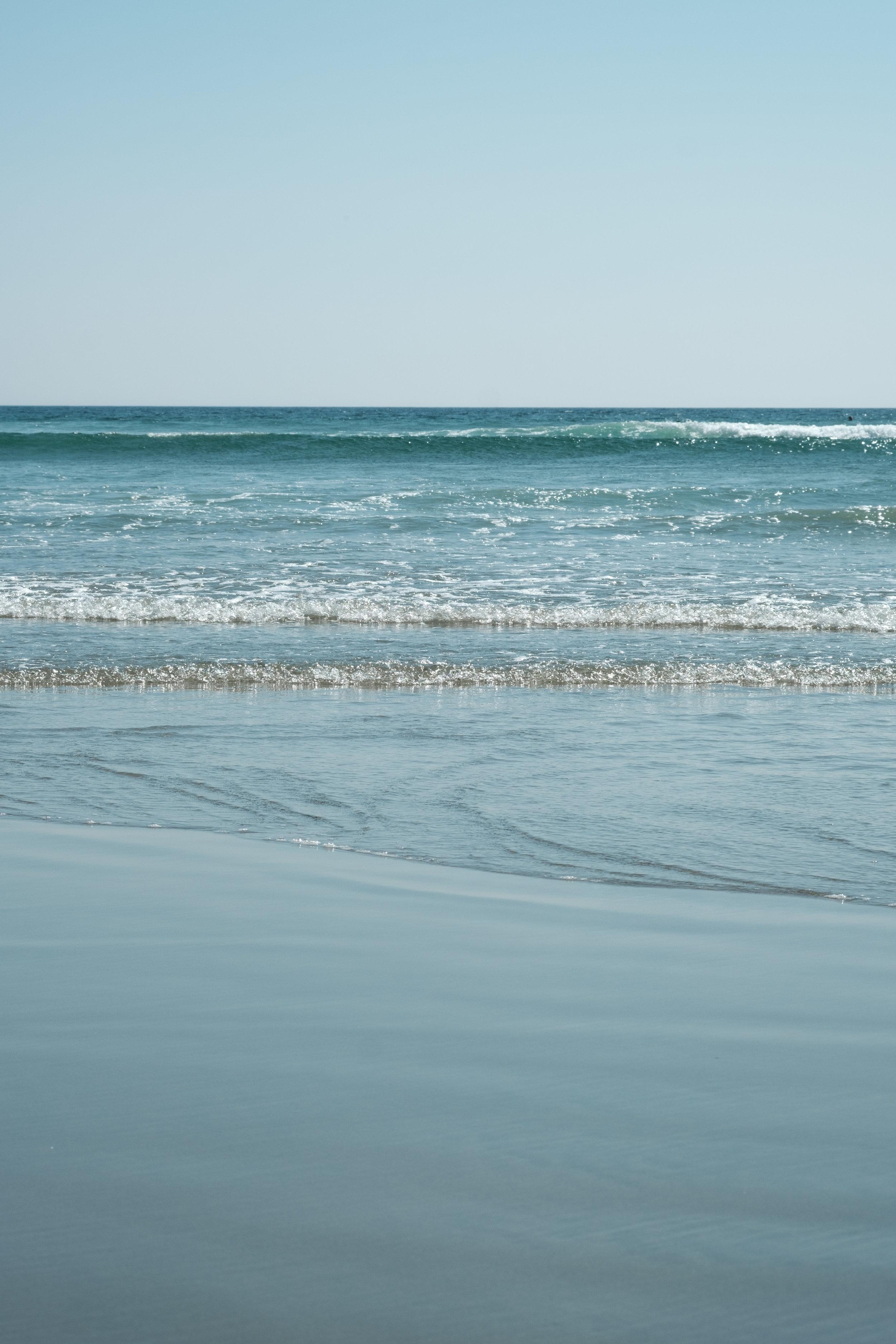 Peaceful ocean waves rolling in at Long Beach, Tofino