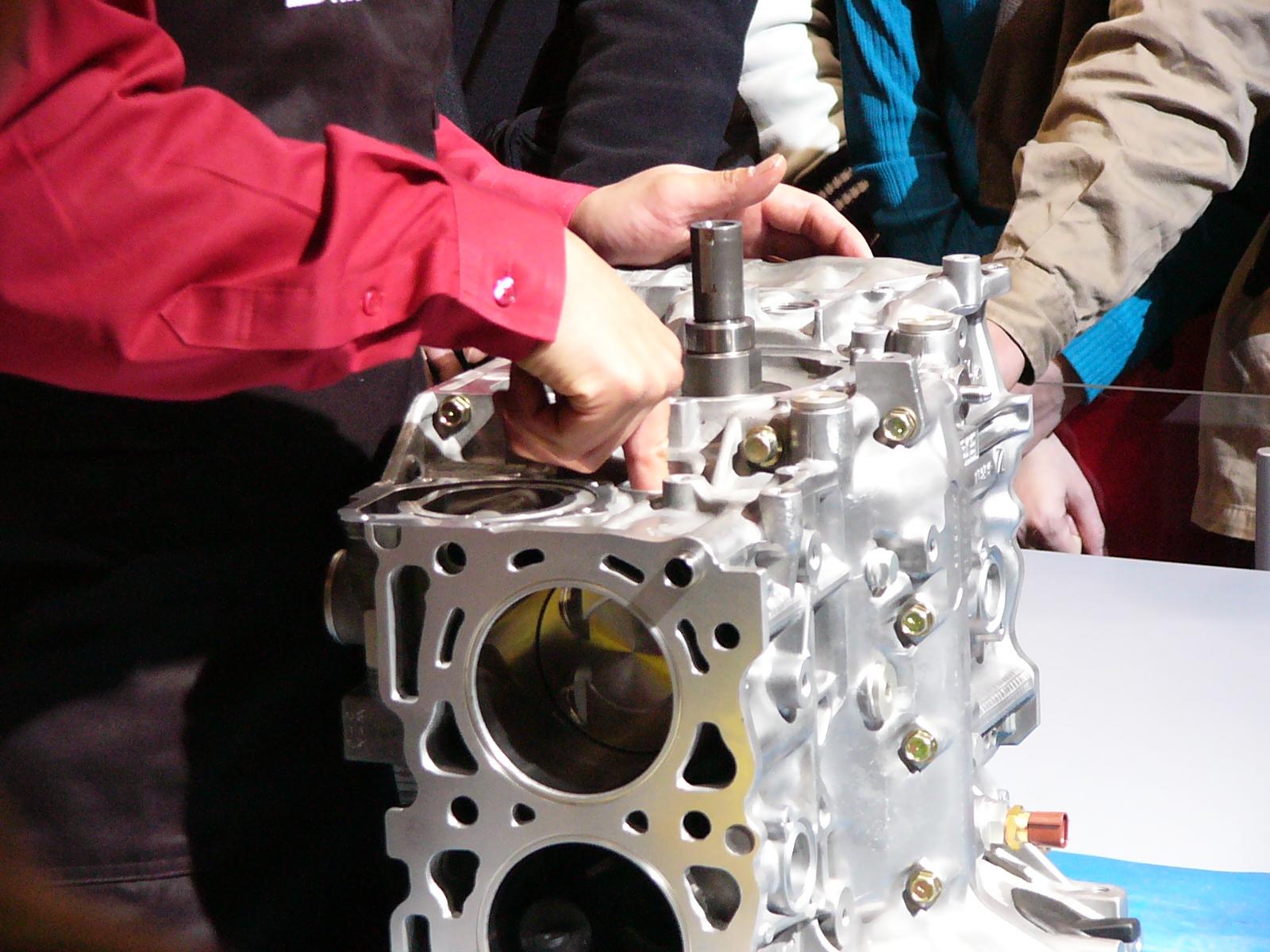 SUBARU_EJ20_WRC_installing_piston-pin.jpg