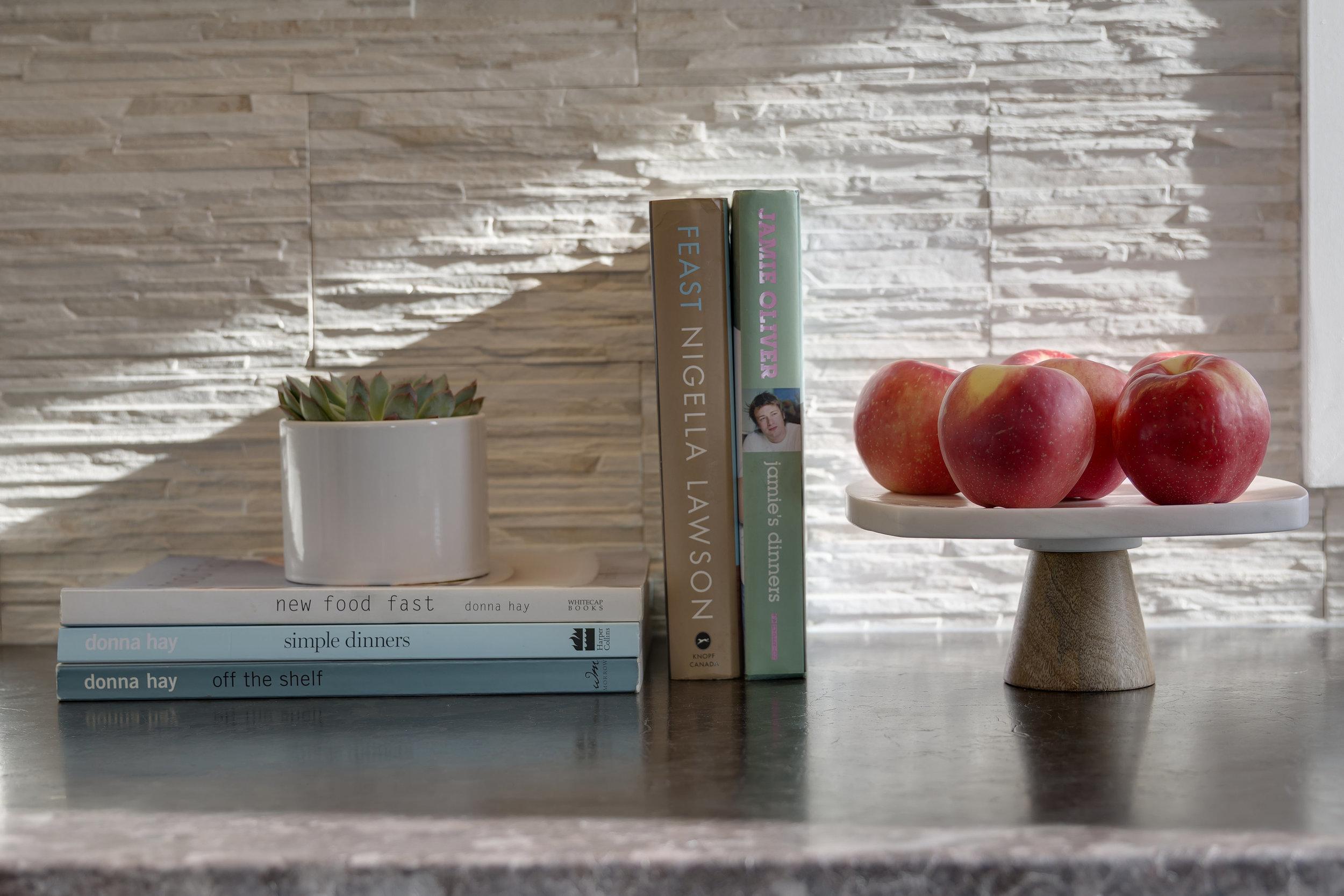 Modern Kitchen Textured backsplash.jpg