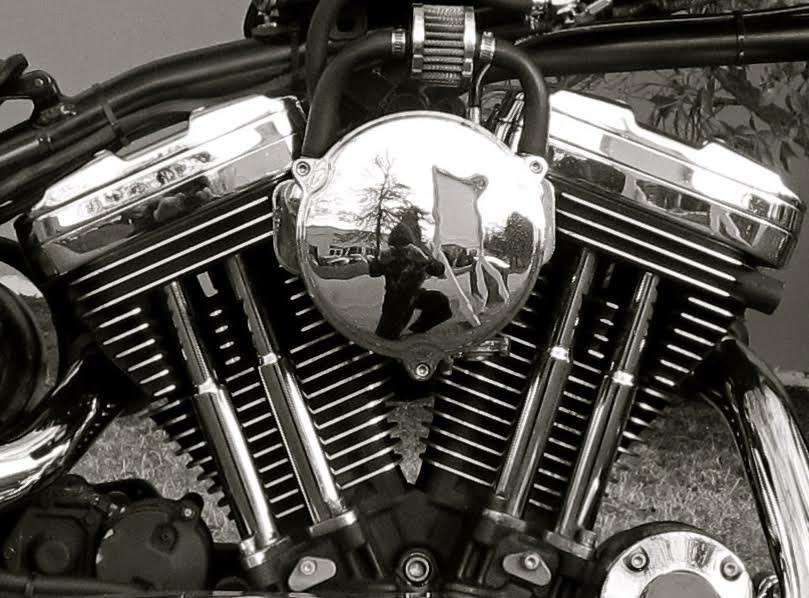 blk&white engine.jpg