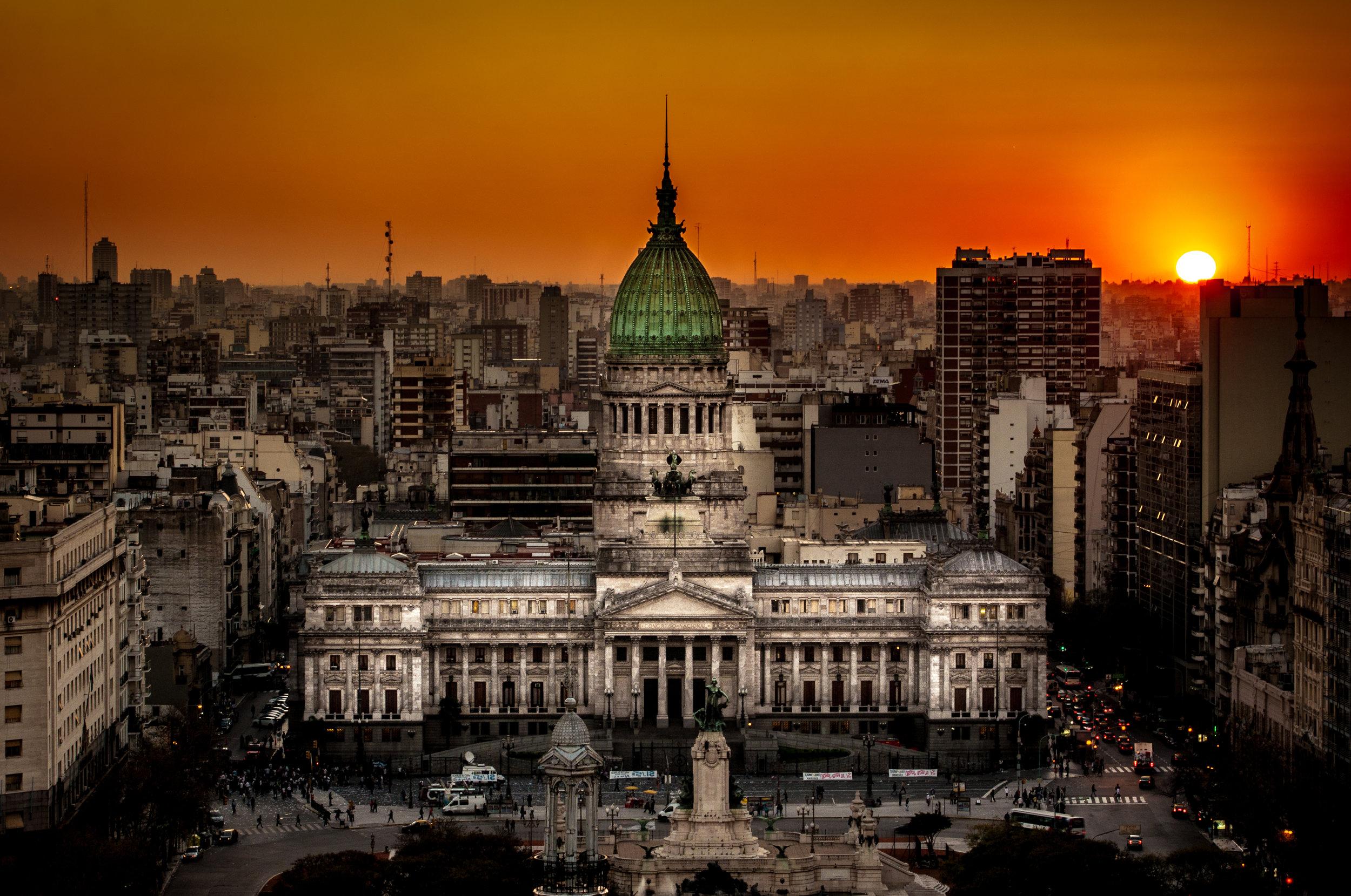 Atardecer_en_el_Congreso_de_la_Nación_Argentina.jpg