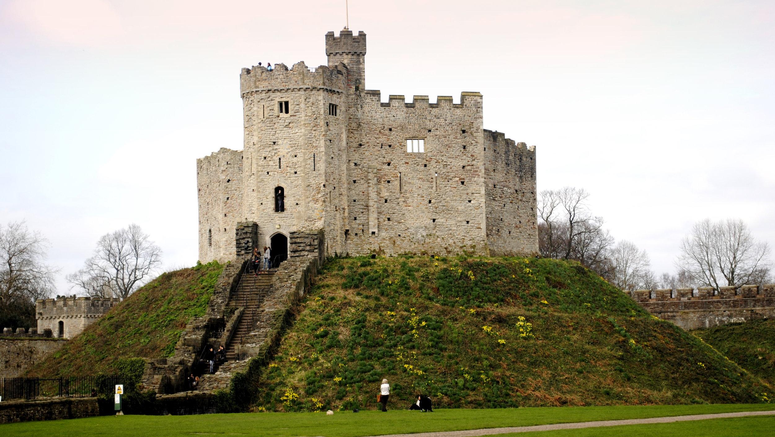 Cardiff_Castle_closeup.JPG