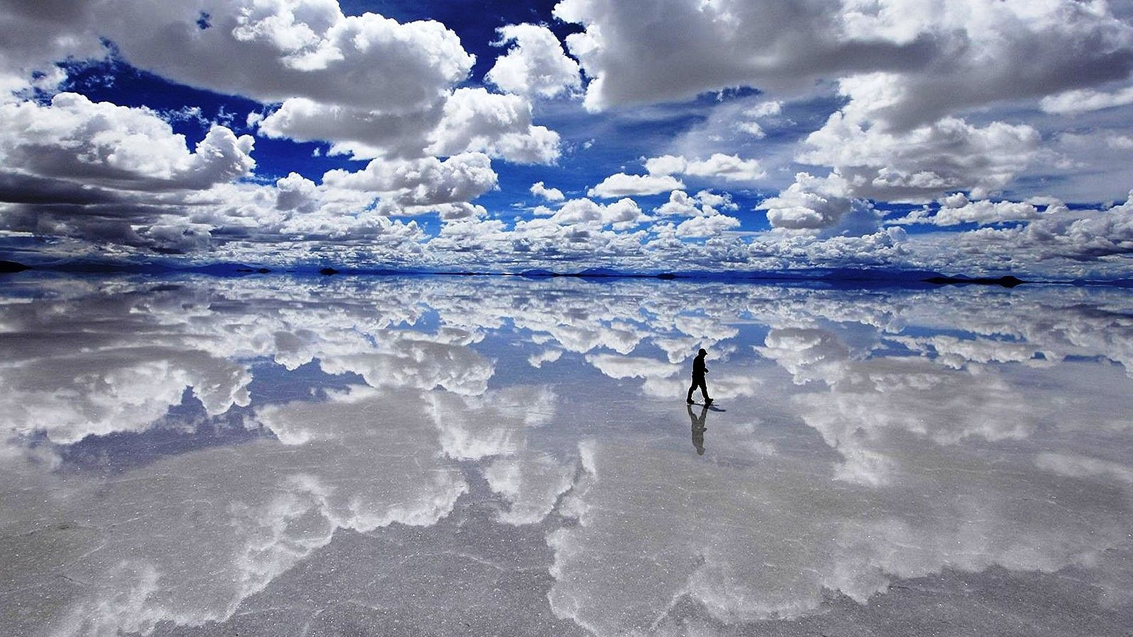 Salar De Uyuni, Bolivia.  (Photo by  Yellow531 )