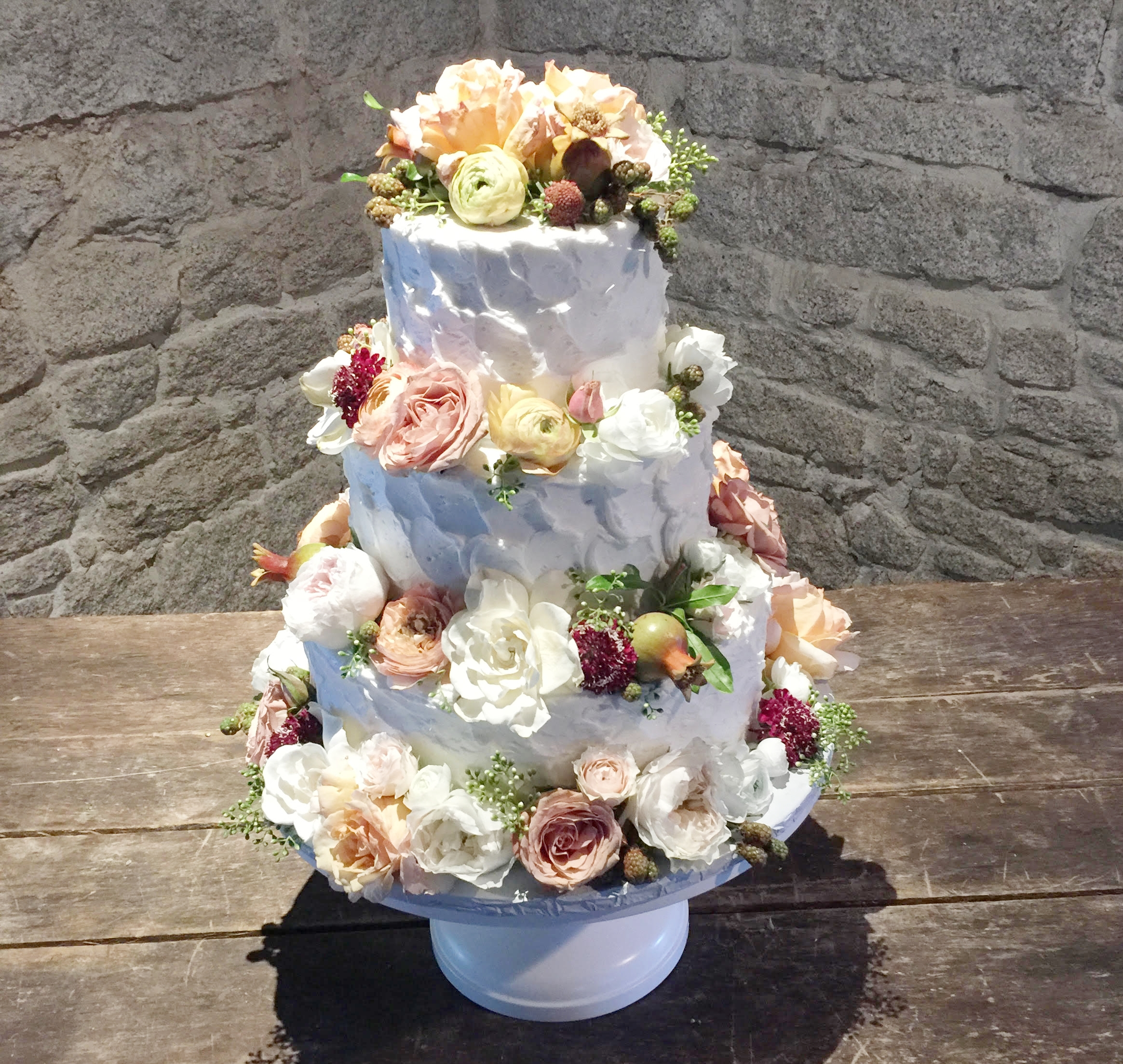 WHAT IS PRETTIER THAN FRESH FLOWERS ON A CAKE?!