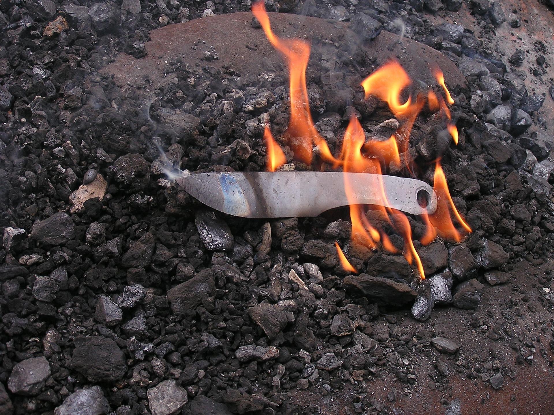 forge-knife-177949_1920.jpg