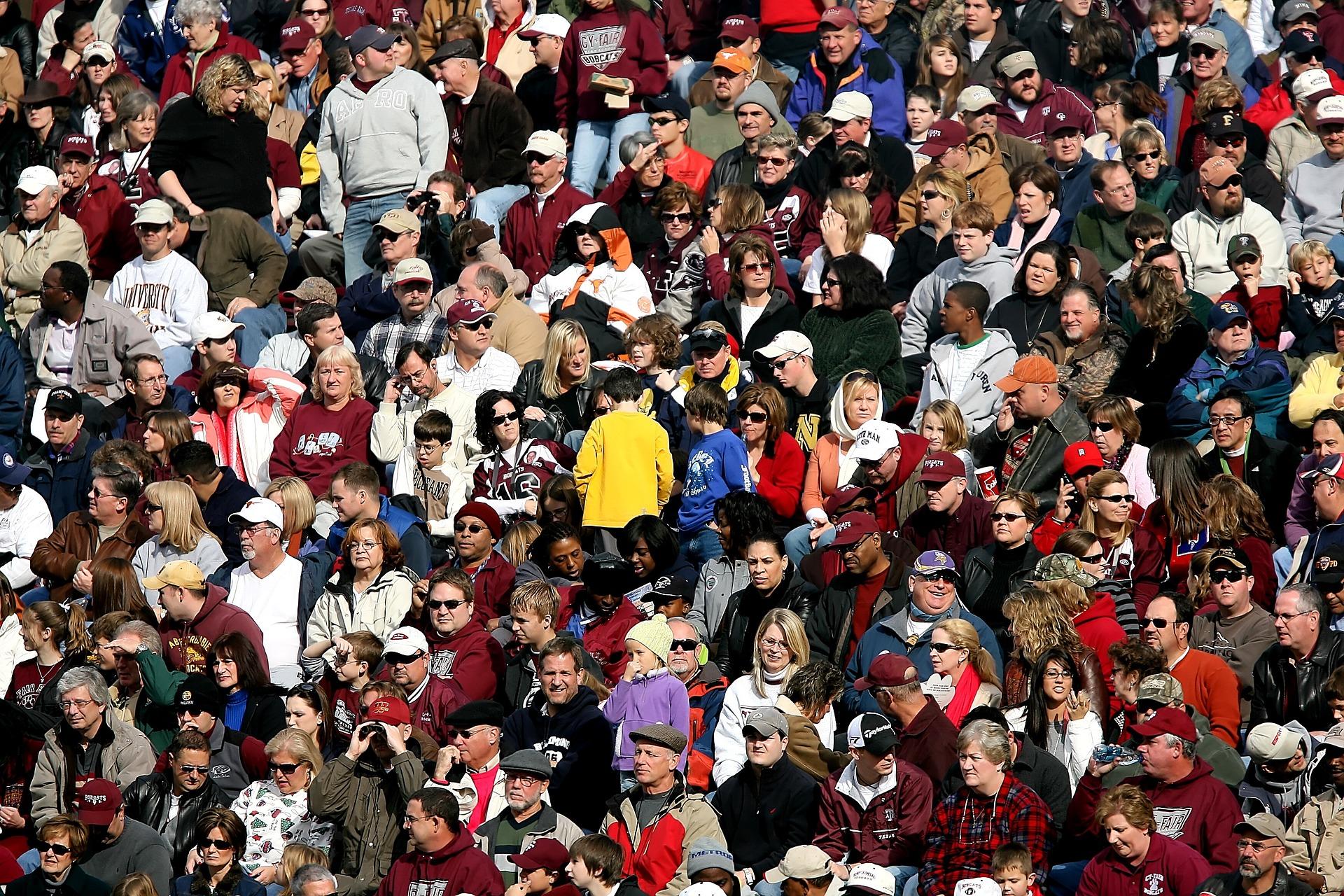 crowd-of-people-1488213_1920.jpg