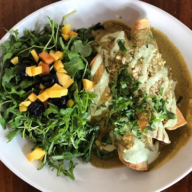 Hello Gorgeous! Butternut squash enchiladas 🔥🔥•butternut squash •black beans •maitake mushrooms •roasted pasilla pepper sauce •almond feta •cilantro •arugula  Beans are abundant in soluble fiber and are a good source of potassium & magnesium. They are also one of the most productive ways to achieve plant based protein. Mushrooms have different ways of servicing our bodies, Maitake more specifically is said to boost immune function and fight certain infections. Also, a natural remedy for diabetes, high blood pressure, and high cholesterol.