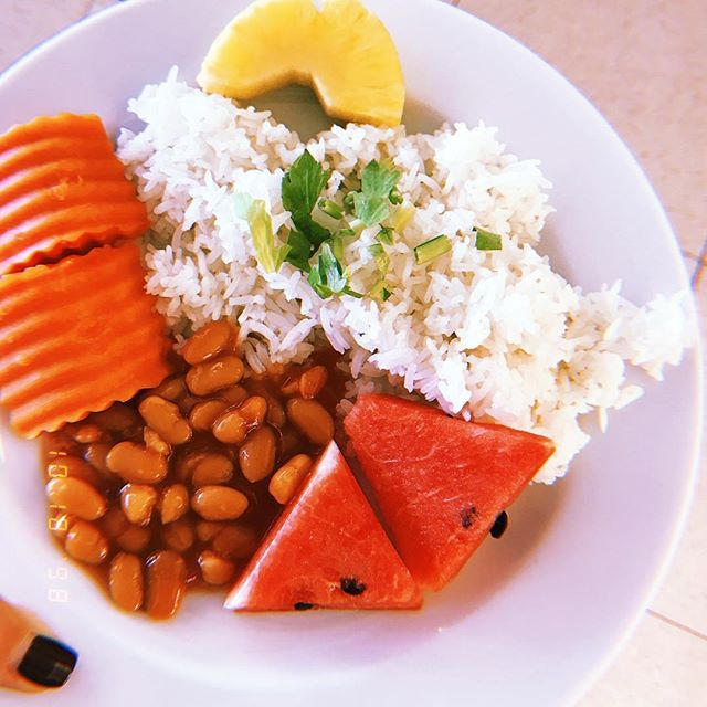 First real meal in 3 days! 🙏🏼 fresh papaya, pineapple, steamed rice, baked beans w/ added cilantro. YUM. With all of my food allergies (especially soy & peanuts), and a heavy language barrier, I was feeling a little bit skeptical about finding food other than rice that was going to fuel my body. This morning did not disappoint, I am feeling very satisfied and ready to learn more about the Thai Cuisine! มีวันที่ดี🙏🏼
