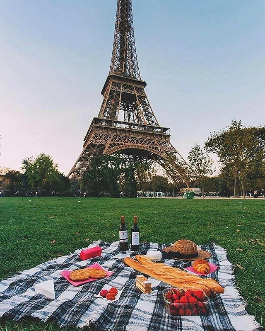 picniceiffel.jpg