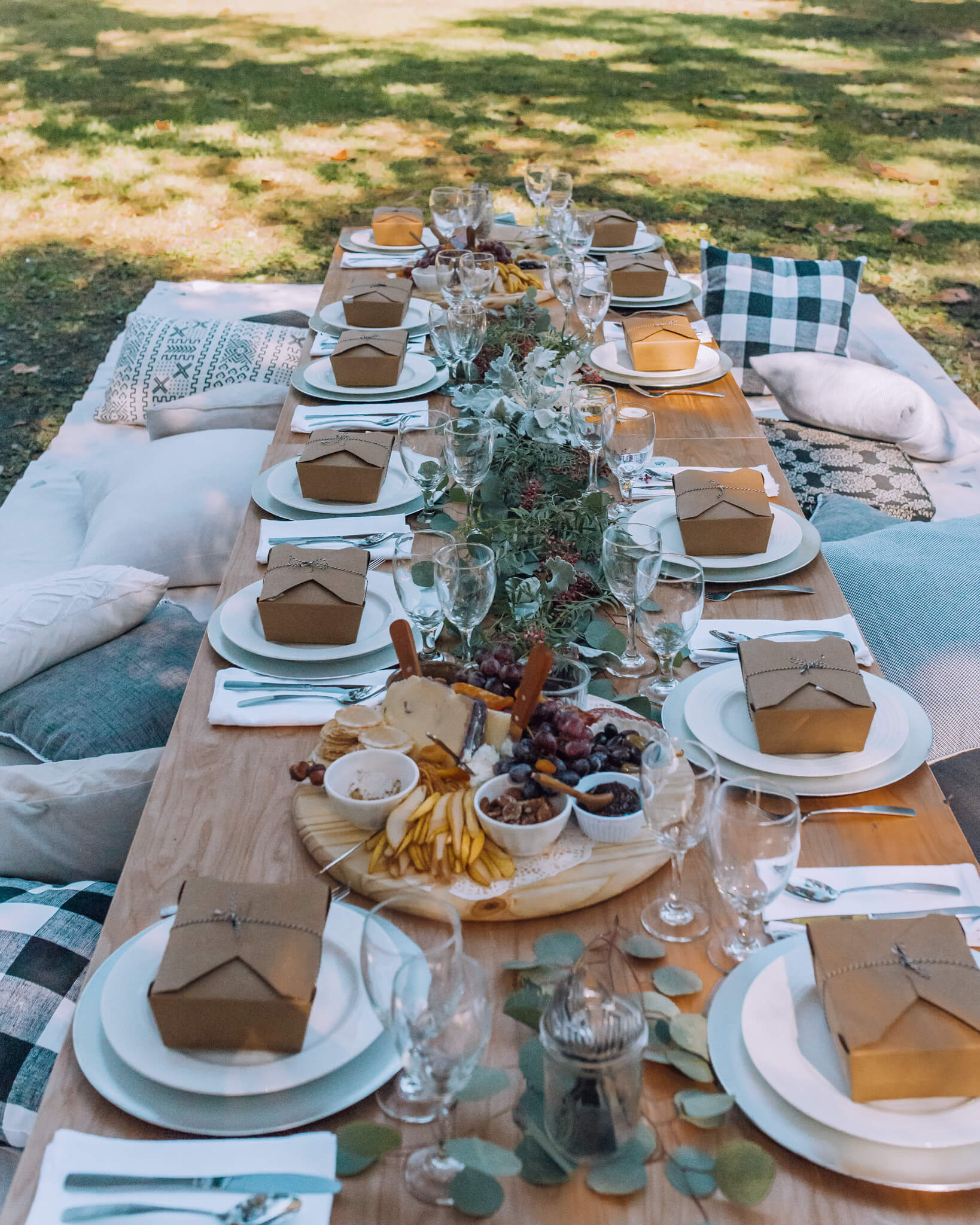 Dreamy lunch-picnic organized by Perry Lane