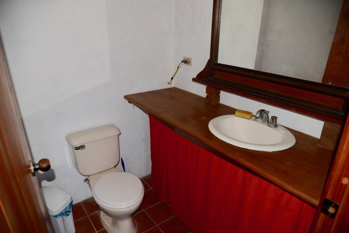 Cab1_toilet.jpg