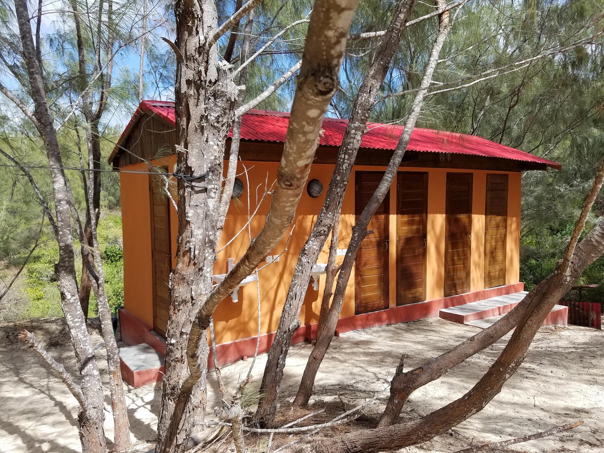Kitesurf Madagascar Sakalava Diego Hotel Bathroom1